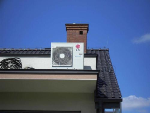 Zamontowana sprężarka i wentylator klimatyzacji w Swoszowicach na dachu domu